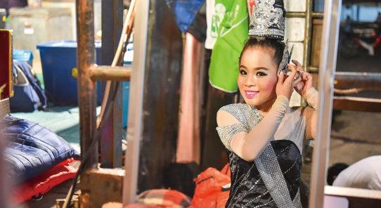 タイの旅する劇団「リゲー」①リゲーと、それを支える団員たち