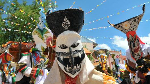 タイ東北地方ルーイ県へ。<br/>精霊の祭ピーターコーンと<br/>夕日の町チェンカーン