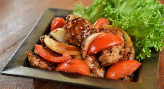 ヤマサ8 月のレシピ~肉団子とトマトの中華炒め~