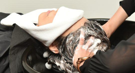 トレンドをいち早く取り入れるサロン 自然由来のはちみつヘッドスパが人気!